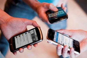Polémica en Colombia por propuesta que busca prohibir los celulares en colegios