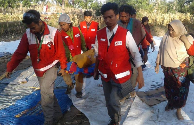 Aumenta a 347 el número de muertos en Indonesia por el terremoto