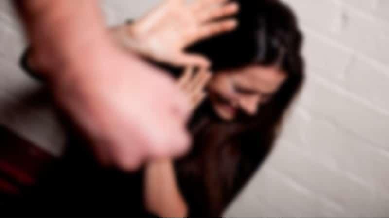 Cárcel a hombre que agredió a su pareja mientras lactaba a su hija en Cali