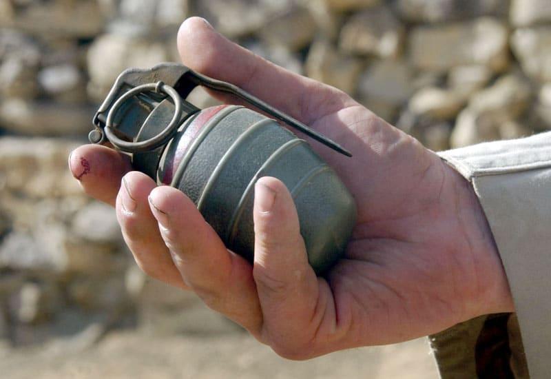 Con granada en mano, hombre huyó de policías de Cali con taxista como rehén