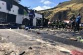 Cuerpos de colombianos que murieron en accidente de bus siguen en Ecuador