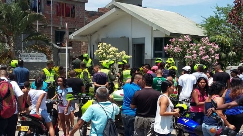 Lanzan artefacto explosivo en CAI de Policía en barrio Mojica de Cali