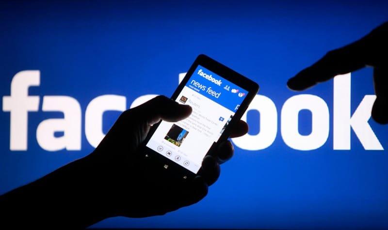 Molestia en usuarios de todo el mundo por caída de red social Facebook