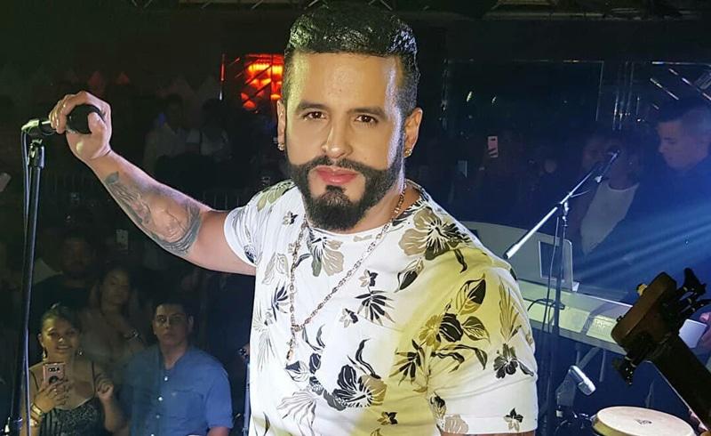 Nelson Velásquez, centro de críticas en redes por su look durante Feria de las Flores