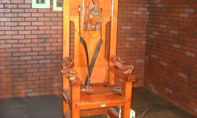 Papa cataloga de inaceptable la pena de muerte y modifica el Catecismo católico