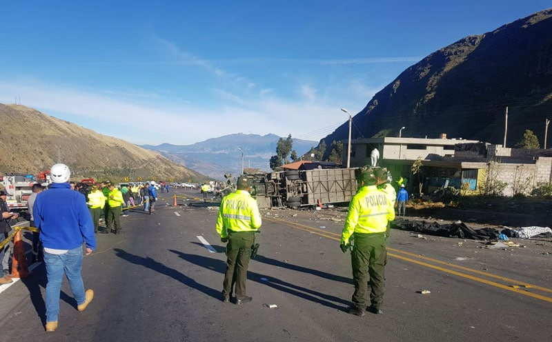 Identifican 21 fallecidos en accidente de autobús en Ecuador