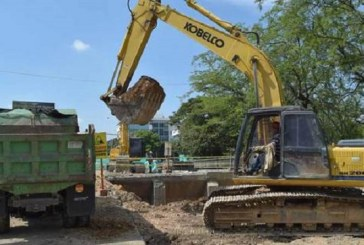 Avanza demolición de puente vehicular sobre el río Cali en el norte de la ciudad