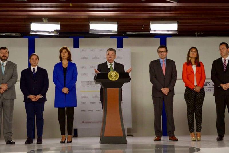 Santos reitera críticas a Maduro y culpa a su administración de la alta inmigración