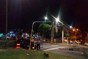 Choque de tres carros de alta gama en Cali estuvo a punto de causar una tragedia