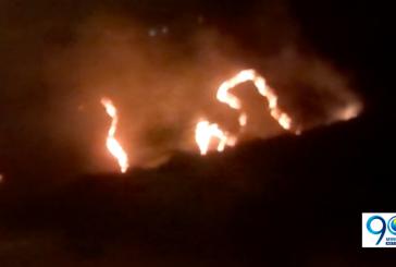 Bomberos continúan trabajando para controlar incendio forestal en Dapa