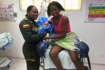 Con la ayuda de una subintendente, madre logró dar a luz en el oriente de Cali