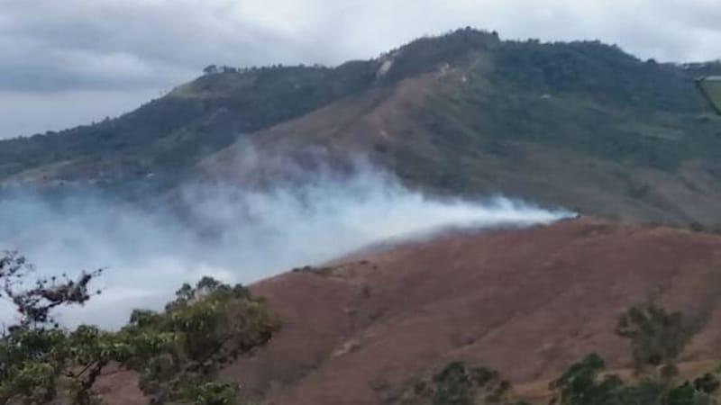 Bomberos de Yumbo atienden nuevo incendio forestal en zona montañosa de Dapa
