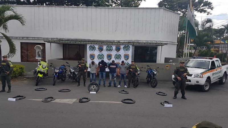 Incautan 30 kilos de cocaína camufladas en cuatro llantas de motocicletas en Valle