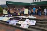 Madres de niños con enfermedades huérfanas protestaron frente a EPS Coomeva