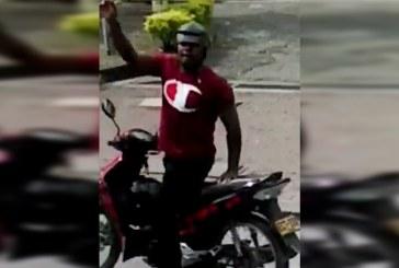 Autoridades buscan a motociclista que persiguió bus del Mío para atacarlo a piedra