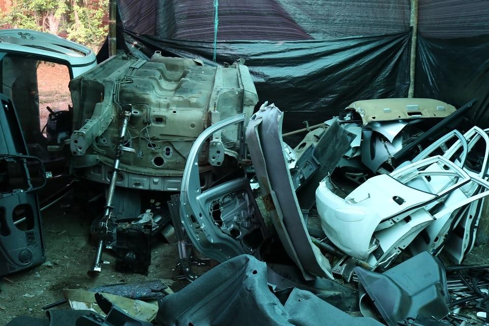 Bodega de Candelaria servía para que delincuentes 'desguazaran' carros robados