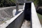 Suspenden paso vehicular por obras en muro de contención en río Bugalagrande