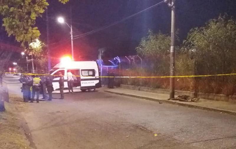 Resultado de imagen para tiroteo noche policia cali