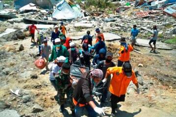 Asciende a 832 el número de muertos por terremoto en Indonesia