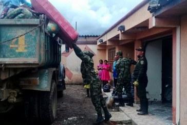 Ejército Nacional brinda apoyo humanitario a damnificados de El Dovio, Valle