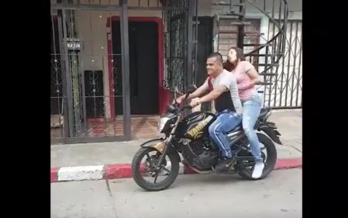 Cuando te invitan a pasear en moto…