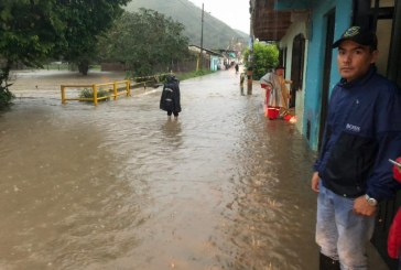 Emergencia por desbordamiento de ríos e inundaciones en El Dovio, norte del Valle
