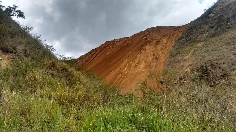 Autoridades siguen en alerta por taponamiento de quebrada en zona rural de Yumbo