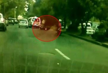 Imprudencia de ambulancia que atropella a motociclistas en Cali y sigue su camino