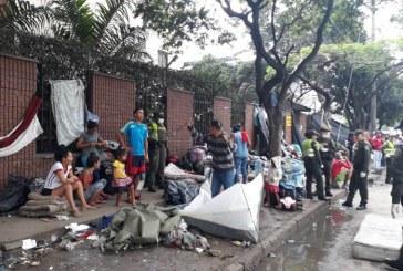 Ante denuncias, intervienen campamento de venezolanos en Terminal de Cali