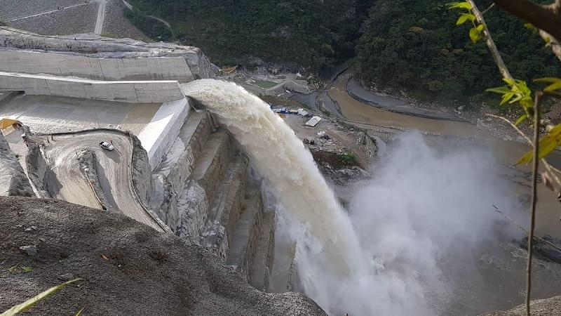 Las impresionantes imágenes que dejó la apertura del vertedero de Hidroituango