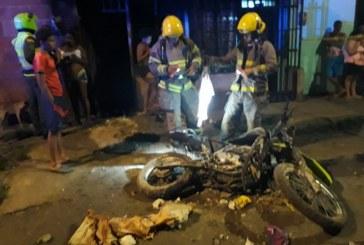 Motocicleta de la Policía fue incinerada en barrio Potrero Grande, oriente de Cali