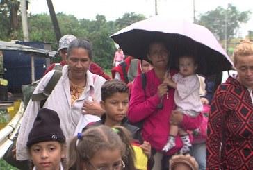 Familia venezolana cruza por Cali para llegar a Perú en busca de mejores condiciones