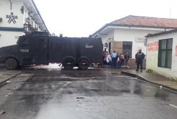 Enfrentamientos entre Esmad y encapuchados se toman centro histórico de Popayán