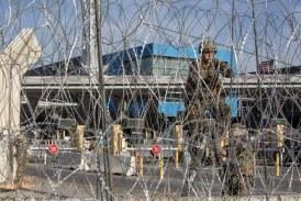 Refuerzan seguridad en paso de San Diego, EEUU por caravana migrante
