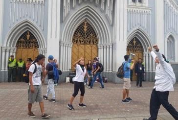 Estudiantes de Univalle se tomaron Iglesia La Ermita tras la 'Marcha Zombie'