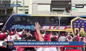 Video: fuerte agresión sufrió bus de Boca antes de la Final tras llegar al Monumental