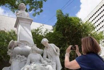 Presentan totalmente renovado icónico monumento de Cali 'Efraín y María'