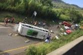 Volcamiento de bus deja 13 muertos y al menos 11 heridos en vía Buga-Yotoco