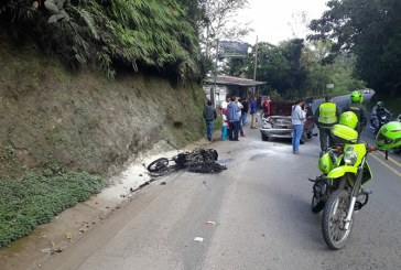 Accidente deja tres personas heridas y una motocicleta incinerada en Dagua