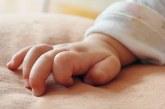 Bebé recién nacida abandonada fue rescatada por patrullera de la Policía