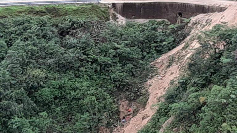 Deslizamiento de tierra habría ocasionado caída de vehículo a abismo en Putumayo