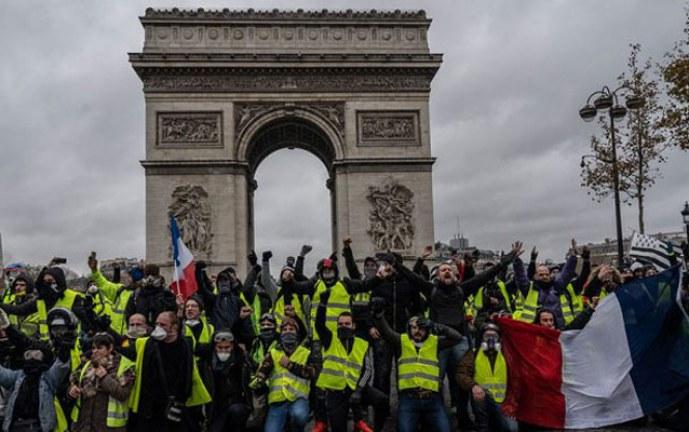 Presidente Emmanuel Macron decreta emergencia social y económica en Francia
