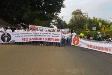 Habitantes de Cañasgordas protestan por excesivo cobro para ampliación de la vía