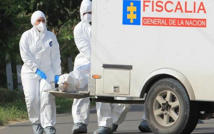 Autoridades hallan cuerpo de un hombre a las afueras de centro comercial