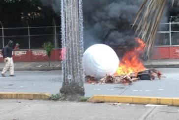 Dos policías heridos tras enfrentamientos con encapuchados en la Pasoancho