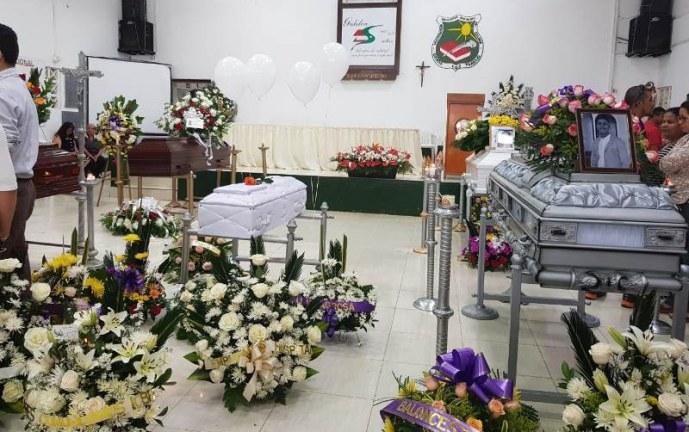 Dolor y llanto en El Darién en medio de velación a víctimas que dejó accidente de bus
