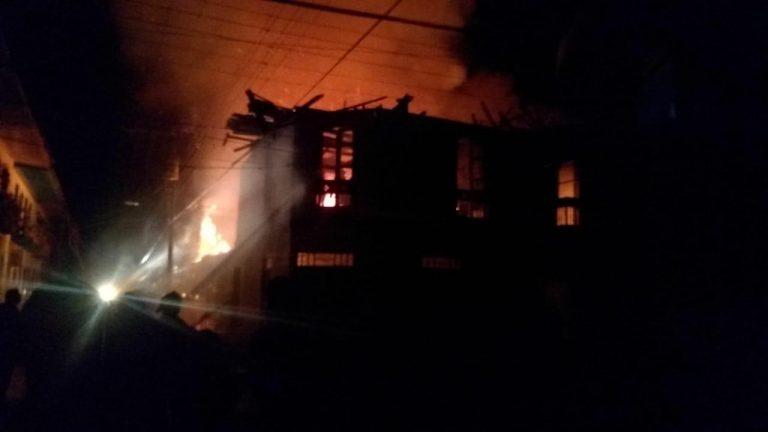 Investigan muerte de una mujer en un incendio dentro de su vivienda