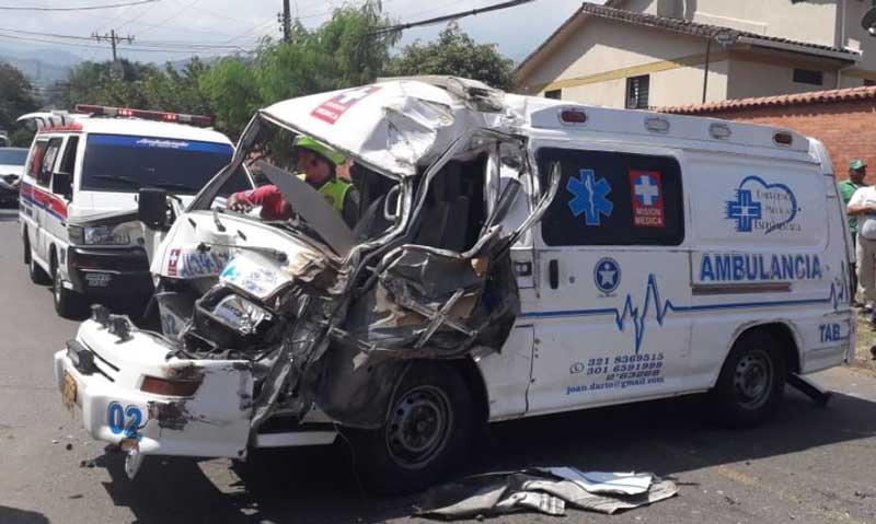 Accidente de ambulancia dejó dos personas heridas en sector Bella Suiza, Cali