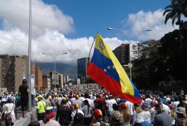 Estadounidenses en Venezuela deben considerar irse: Embajada de EEUU en Caracas