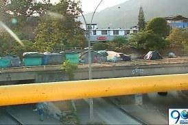 Ferrocarril del Pacífico está varado en el Valle por presencia de venezolanos en las vías